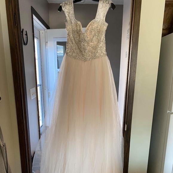 Never worn Madeline Gardner wedding dress
